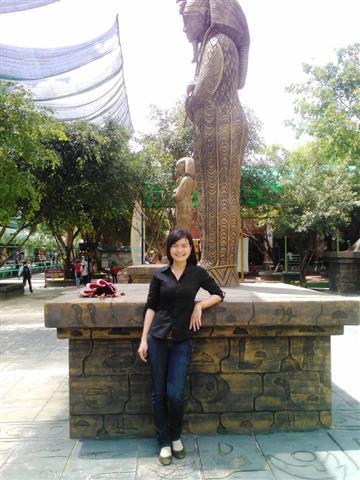 Vietnamese Girl - Thi (Small)